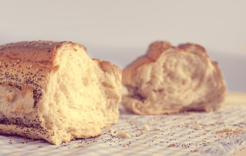 Zuppa rustica di pane e cavolo nero con guanciale croccante